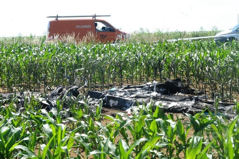 試験飛行中の「電気飛行機」が墜落、操縦士2人死亡 ハンガリー