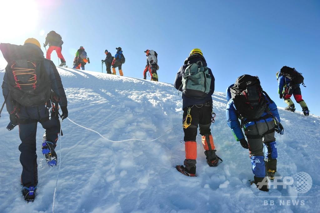 チベット登山大会開催、庶民の登山の夢をかなえる