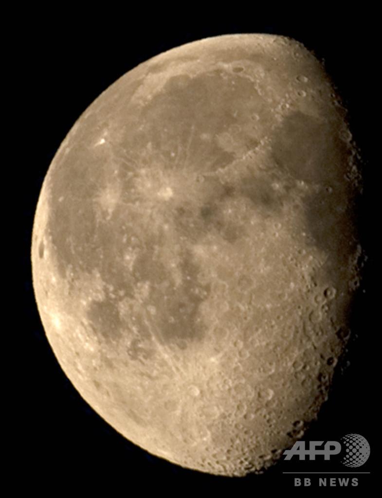 8億年前の隕石群、地球と月に大量衝突 研究