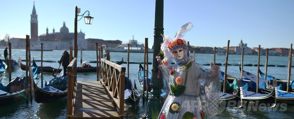 ベネチア恒例カーニバル、「天使の飛行」で最高潮に