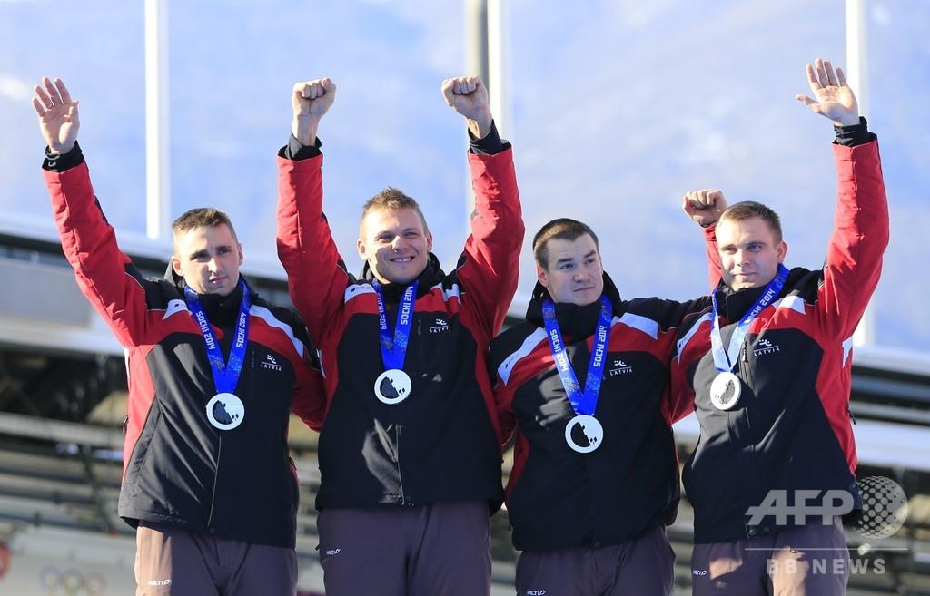 ラトビアのボブスレーチーム、6年越しでソチ五輪の金メダル受け取る