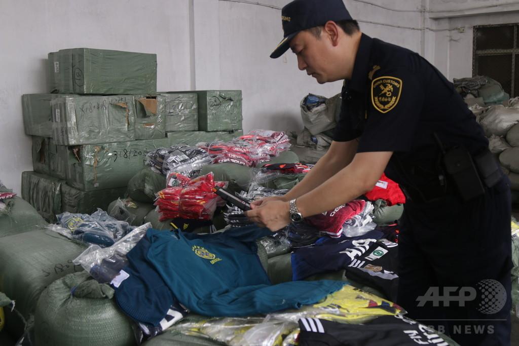 サッカーW杯関連商品の商標権侵害、押収品は約13万件 広東の税関