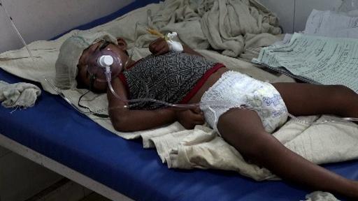 動画:脳炎でインドの子ども100人超死亡、ライチ果実と関連か 病院の映像