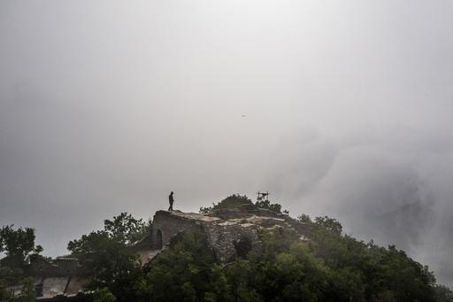 【記者コラム】壁の中のれんがの一つ──万里の長城