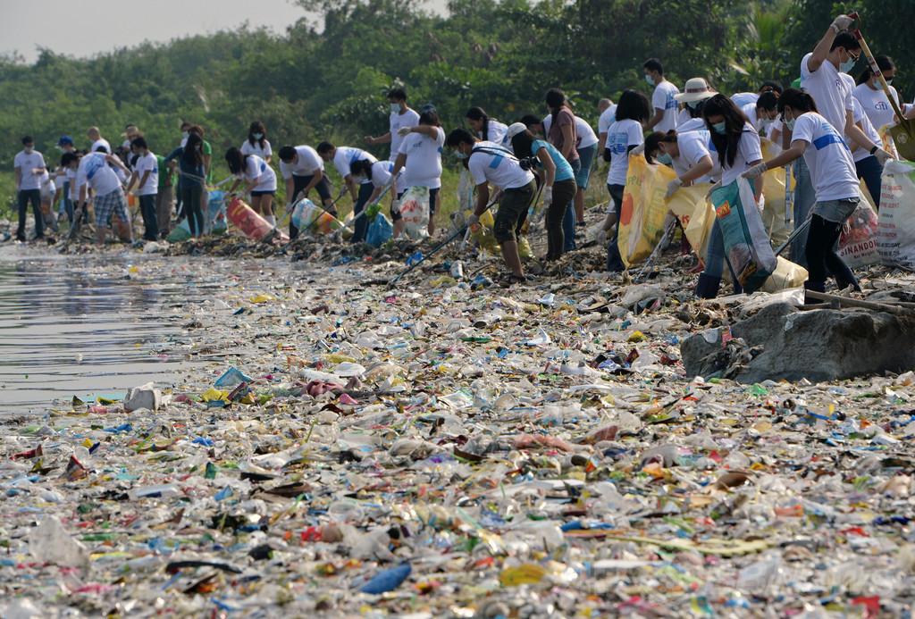 外洋の海面、88%がプラスチック粒子含有 研究