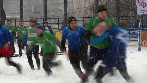 動画:雪まき散らしタックル! 極寒のロシアで熱いラグビー試合