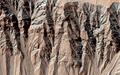 火星の黒い筋模様、高確率で「水存在せず」