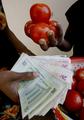 100000000000000ドル紙幣が登場、異常なインフレ下のジンバブエ