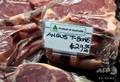 豪メルボルン郊外の精肉店に並べられた同国産牛肉(2020年5月12日撮影)。(c)William WEST / AFP
