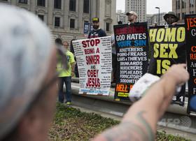 憎悪や不寛容による行為900件、米大統領選後 権利団体報告