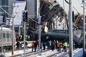 トルコで高速列車と点検中の機関車が衝突 9人死亡、47人負傷