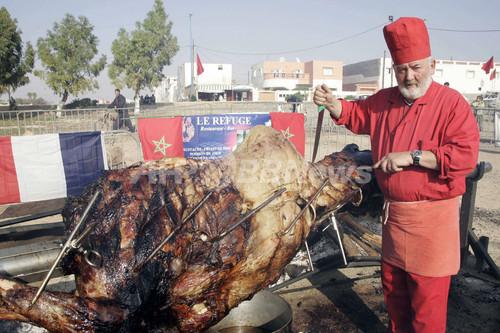 モロッコで世界最大の「丸焼き」