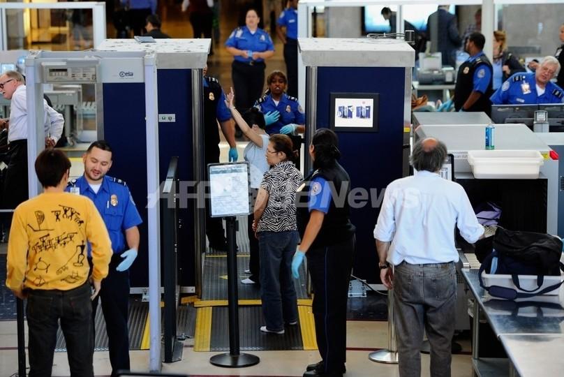 巨大なペニスを持つ男性、空港職員に止められる 米国