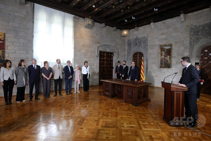 カタルーニャ自治州、新首相が就任宣誓 憲法順守に言及せず