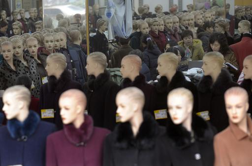 中国の改革開放30年でファッションが一変、イヌにも衣装