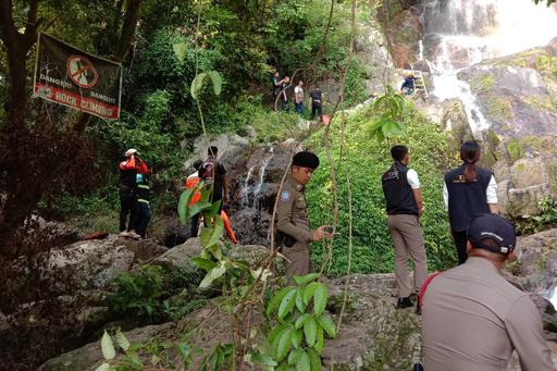 フランス人観光客、自撮りで滝から転落死 タイ