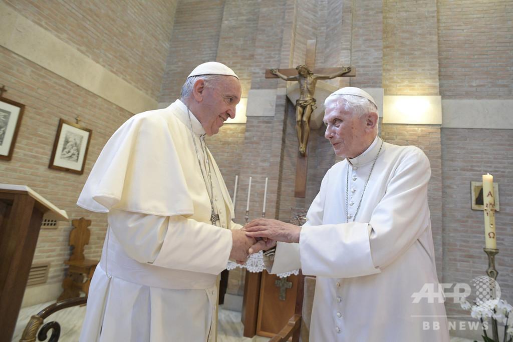 ローマ教皇が2人? 退位から7年、バチカンを悩ます前教皇の影