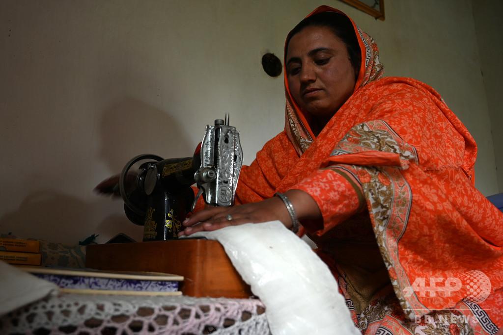 「生理はタブー」を変える闘い、女性たちに使い捨てナプキンを