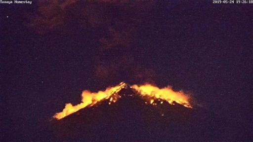 動画:監視カメラが捉えた噴火の瞬間、バリ島・アグン山