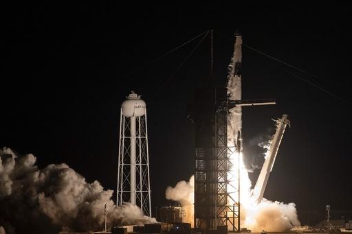 スペースX打ち上げ、カプセル型宇宙船の分離にも成功