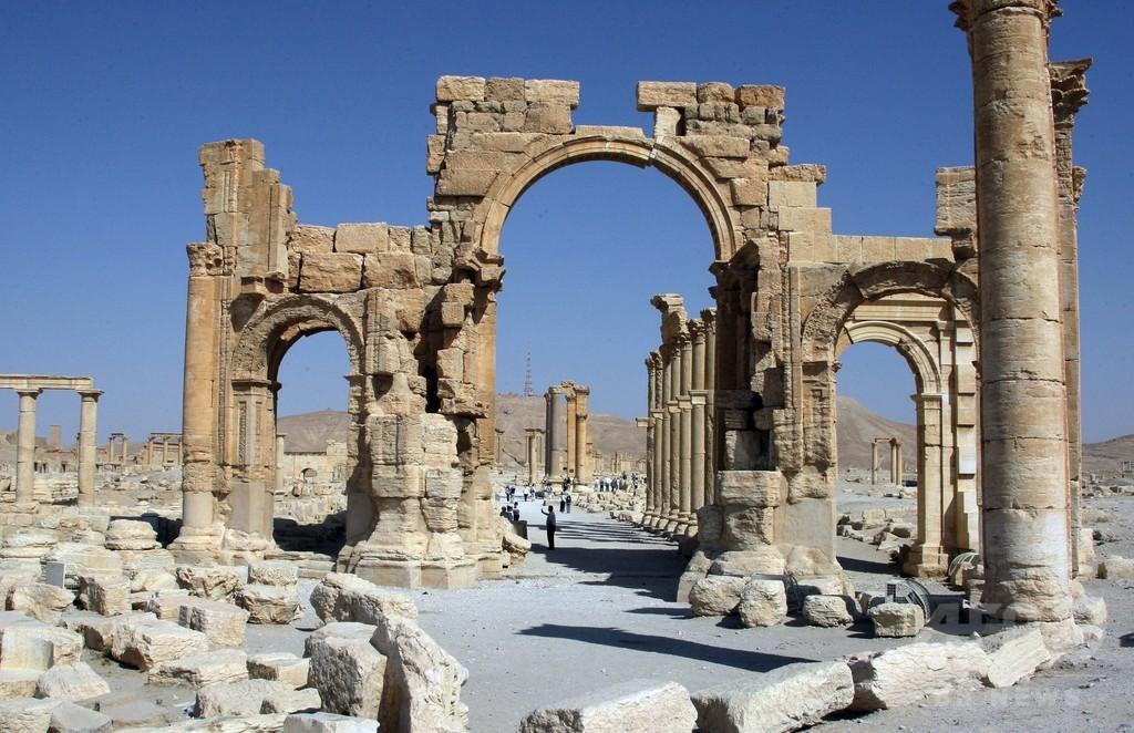 IS、パルミラの「象徴」凱旋門を爆破 シリア