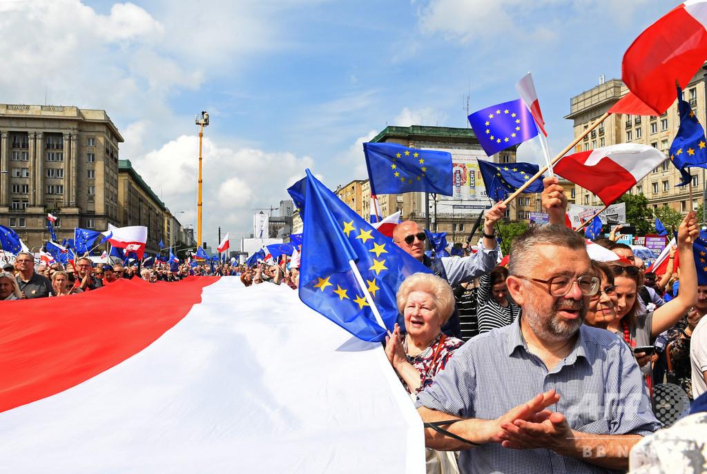 ポーランド下院、26歳未満の低所得者層の所得税を免除 法案可決