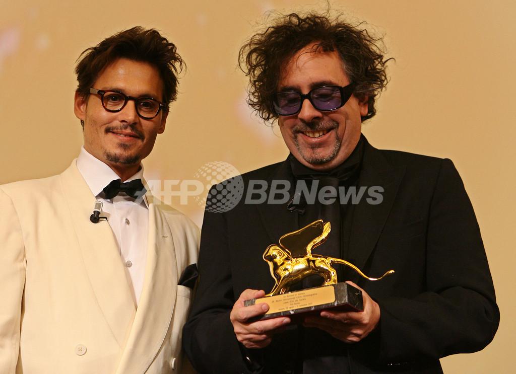 ティム・バートン監督、史上最年少で特別金獅子生涯功労賞受賞、プレゼンターはジョニー・デップ