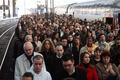 フランス全土でスト突入、サルコジ大統領の景気対策に労働者の不満爆発