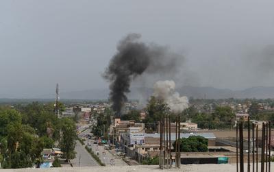 アフガン東部で政府庁舎に襲撃、10人死亡 ISが犯行主張
