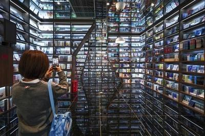 「新型書店」は洞窟の中? 中国・貴州