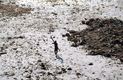 弓矢で宣教師射殺、先住民と遺体捜索の警察がにらみ合い インド