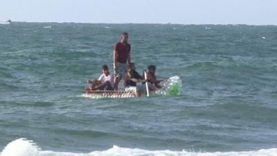 動画:ペットボトルの漁船で貧困に打ち勝つ パレスチナの漁師