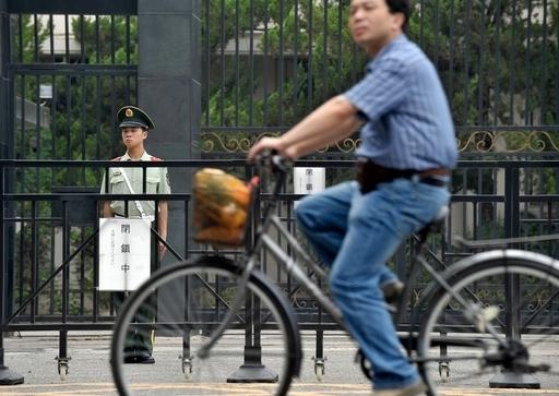 北京で日本大使館職員を刺した男を逮捕