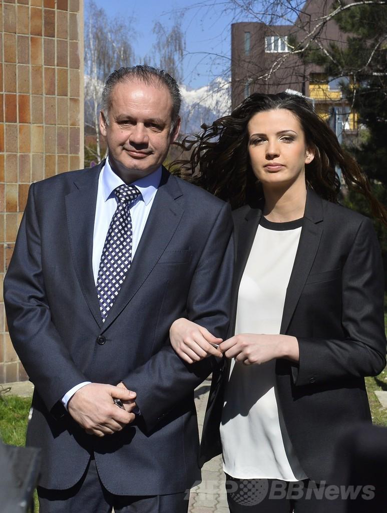スロバキア大統領選、新人の富豪キスカ氏が現首相破る