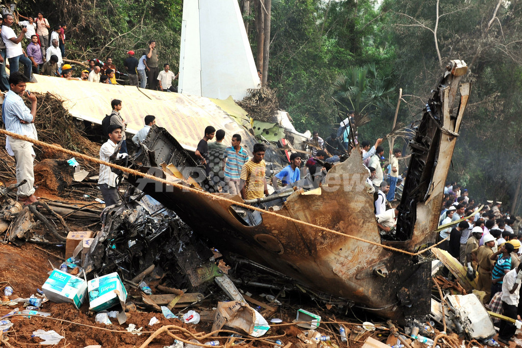 インド機着陸失敗事故、事故原因の調査続く