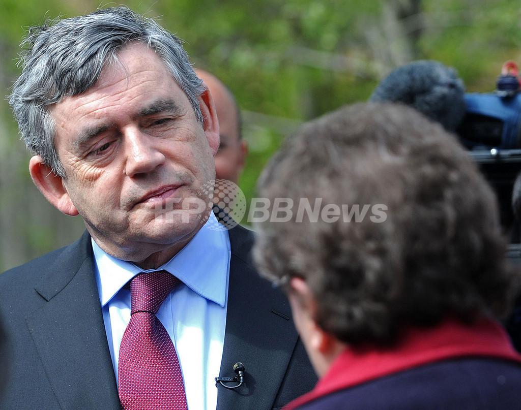 ブラウン英首相、女性を「頑固者」よばわりで謝罪 選挙に痛手