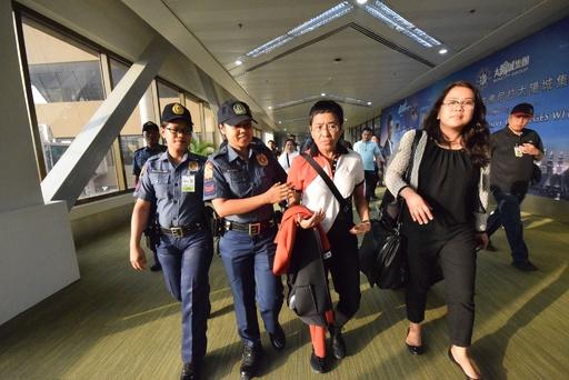 フィリピンの著名ジャーナリスト逮捕、政権批判で報復か