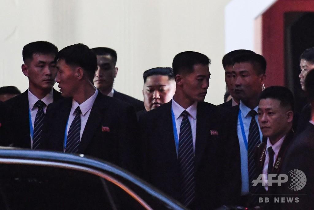 金正恩氏、在ベトナム北朝鮮大使館を訪問