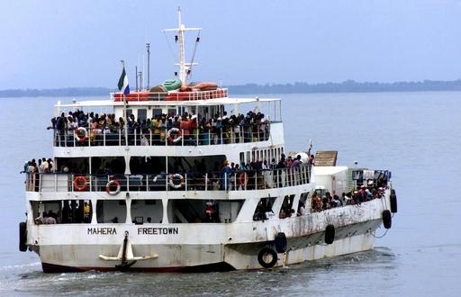 シエラレオネの沖合でフェリーが転覆、死者50人以上