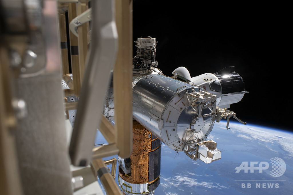 クルードラゴン、ISSから分離 地球に帰還へ