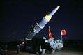北朝鮮、「新型ミサイル」の写真公開 実験視察する金正恩氏写す