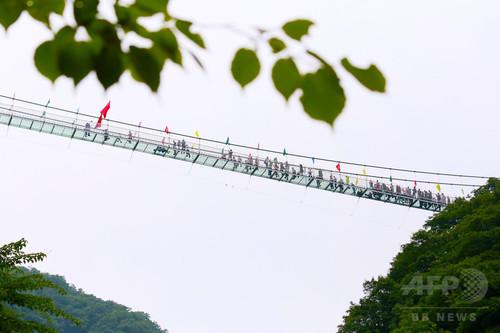 ガラスの吊り橋、無料開放 中国・河南省