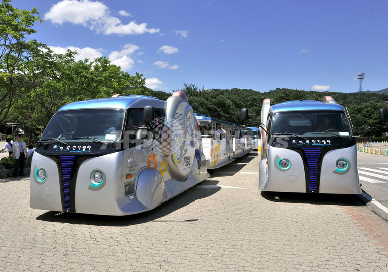 走りながら充電する電気自動車「オレブ」が初走行、韓国