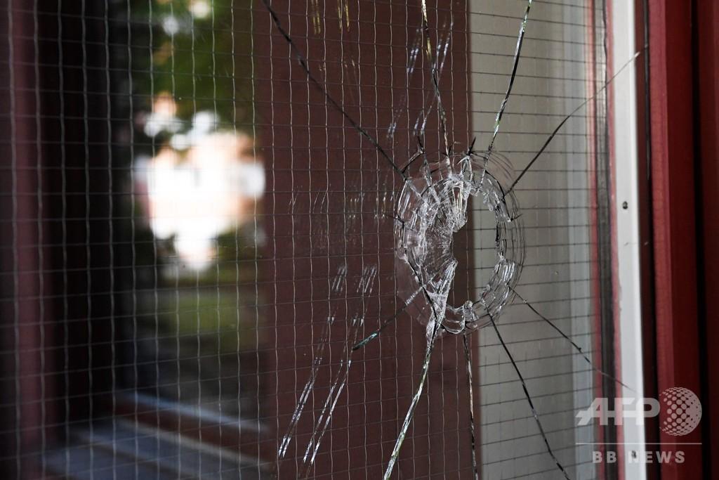 おもちゃの銃持ったダウン症男性を警察が射殺 スウェーデン