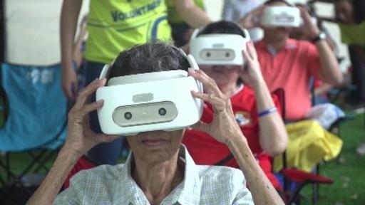 動画:全身で聖書学ぶ、VR世界へ入る客たち 法王の訪問控えるパナマ