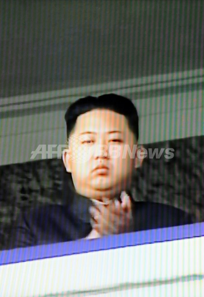 金正恩氏、北朝鮮の軍パレード観閲