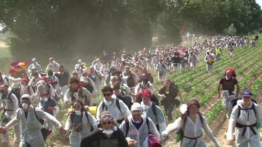 動画:活動家が露天掘り炭鉱の占拠試みる、近くで抗議デモも ドイツ