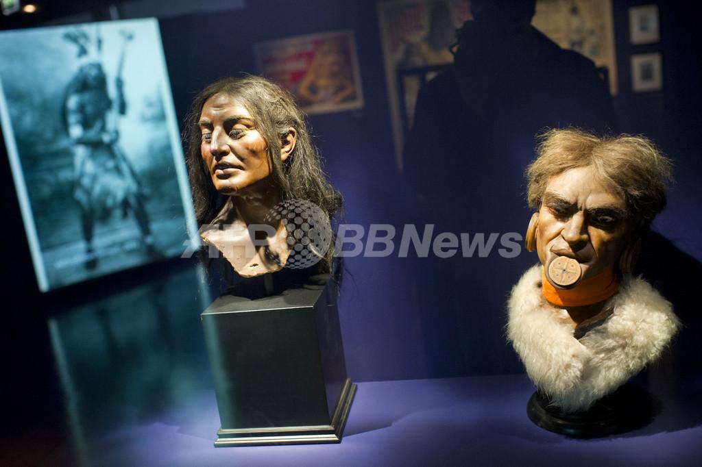 「人間動物園」、植民地支配の負の歴史を伝える展示会 フランス