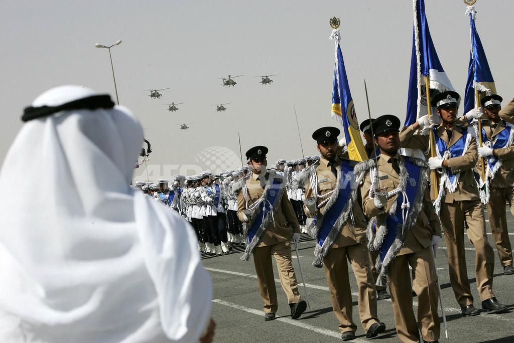 サバハ首長就任3周年記念、軍事パレードで空中パフォーマンス