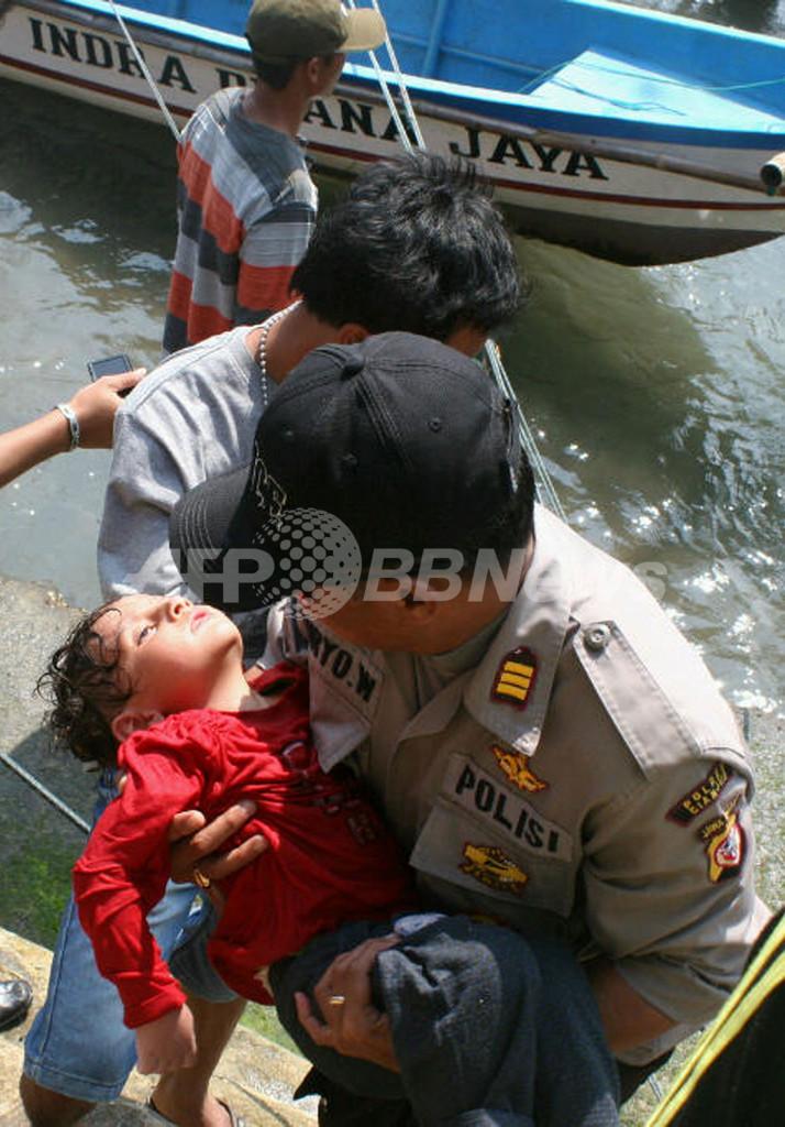 豪州行きの難民船、インドネシア沖で沈没 7人死亡